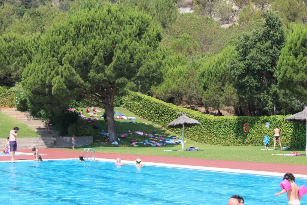 Oberta la piscina descoberta de tiana el tot de badalona for Piscina de tiana